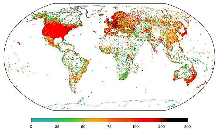 Ubicacion geografica de 30 mil estaciones de medicion atmosferica en la base de datos del ISTI. Puntos rojos tienen más de 100 años y en negro los que tienen mas de 200 años